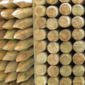 Postes de madera con punta 1